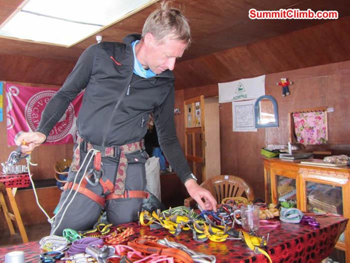 Mark van 't Hof prepares his climbing gear in Mingbo Lodge. Saz photo