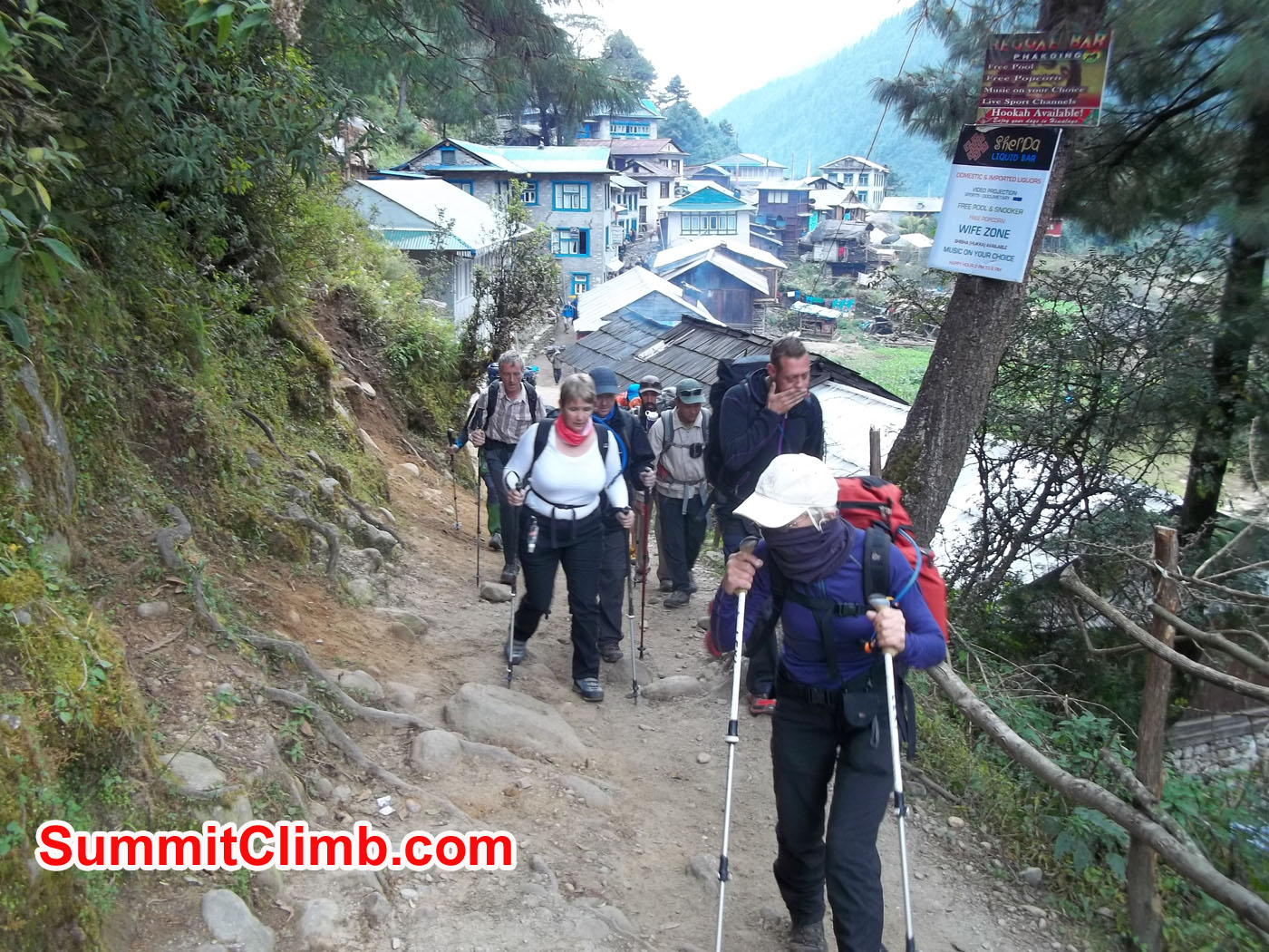 Walking down to next village, phakding.