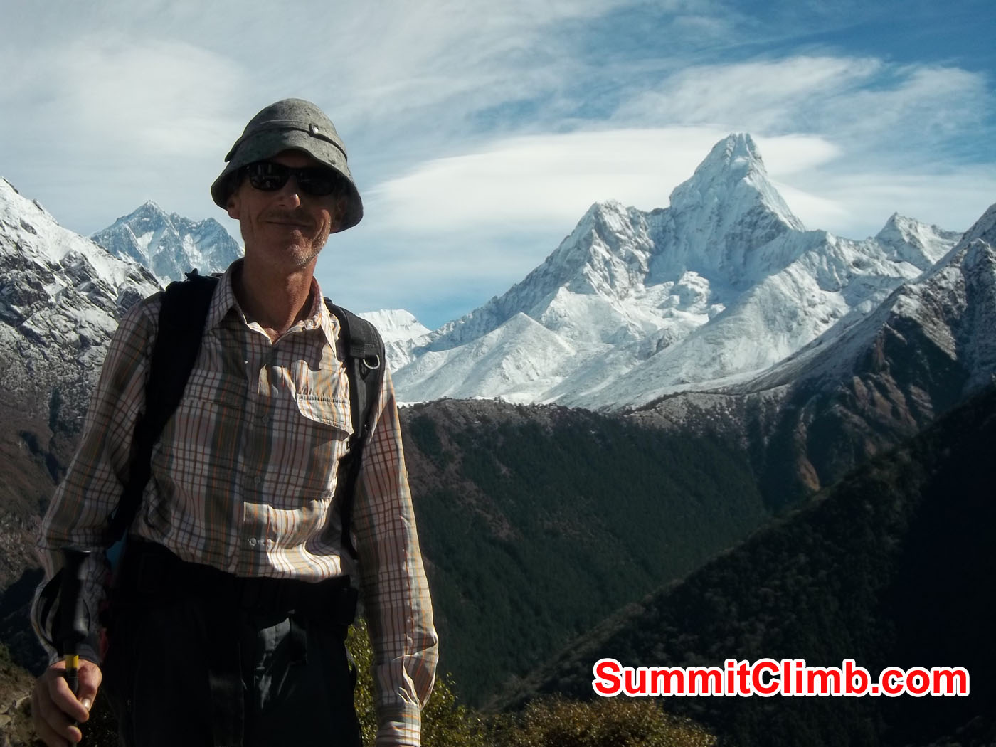 Alfons with AmaDablam Background.