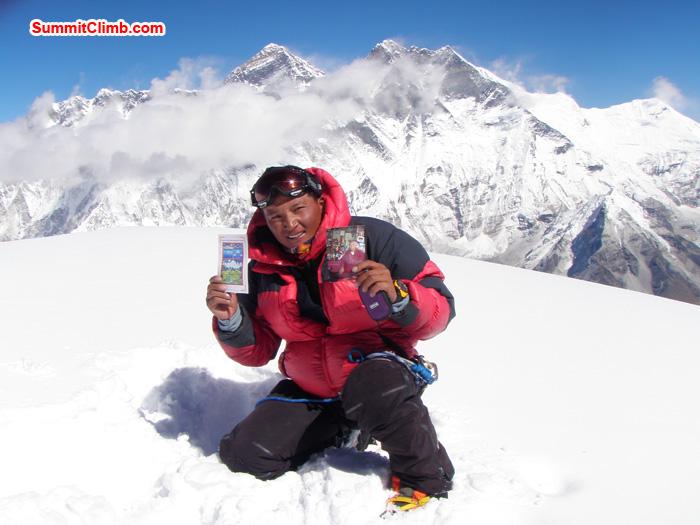 Jangbu Sherpa, Nepal, Summit 28 October 10:30am. Behind Everest Lhotse. Photo Kunnar Karu.