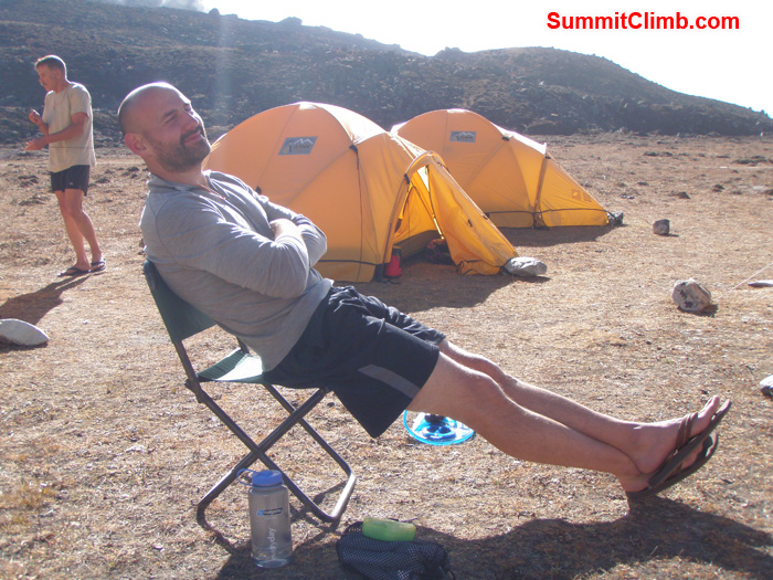 Kirk Alfred Reynolds relaxing and having sun bath in the base camp. Photo Kunnar Karu
