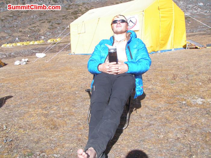 Kunnar Karu relaxing and having sun bath in the base camp. Photo Kunnar Karu