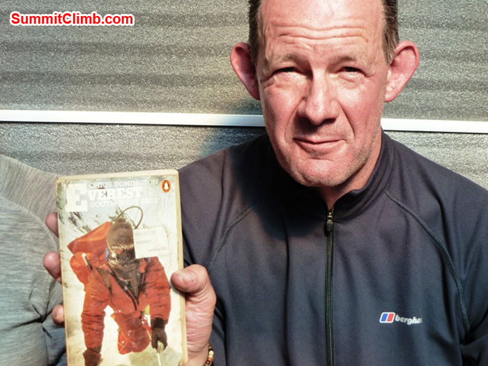 Richard Cotter, Berghaus, reading 'Everest' by Sir Chris Bonnington, in Kare Village 4900 metres /16,072 feet. Photo by Andrew Davis