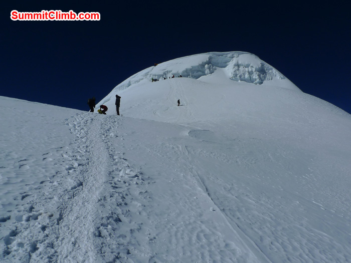 Members approaching to the summit of Mera Peak. Photo Frank Seidel