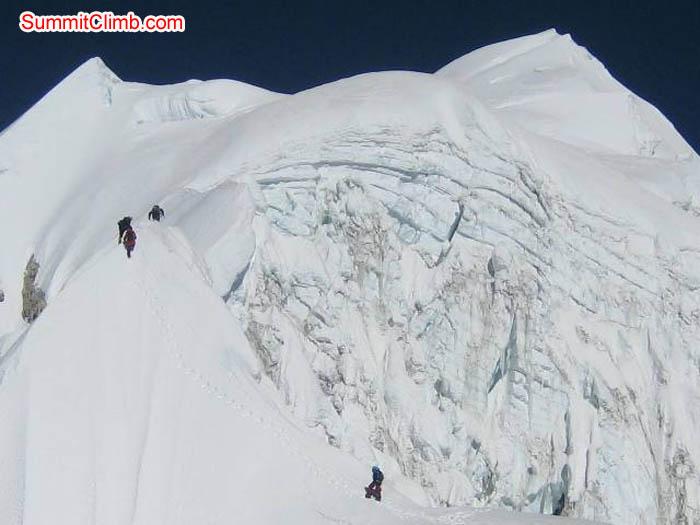 Team on the Baruntse summit ridge. Jussi Kuva Photo.