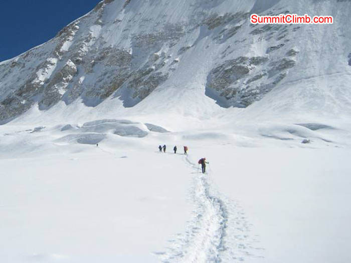Walking fron Baruntse basecamp up to the West Col. Jussi Kuva Photo.