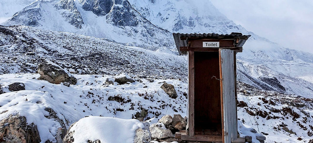 outhouse on khumbu