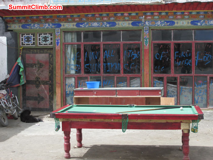 Snooker Board at Tingri at 4,300 meters/14,100 feet.  Photo John & Debbie
