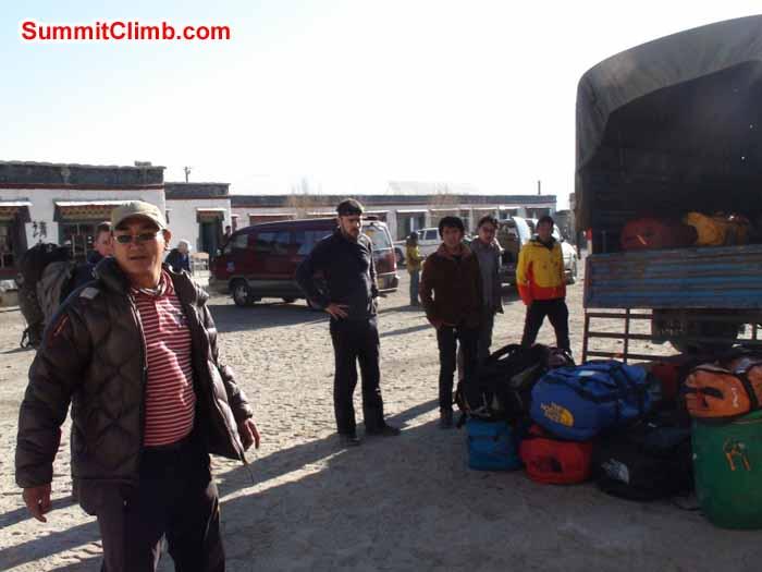Truck in Tingri