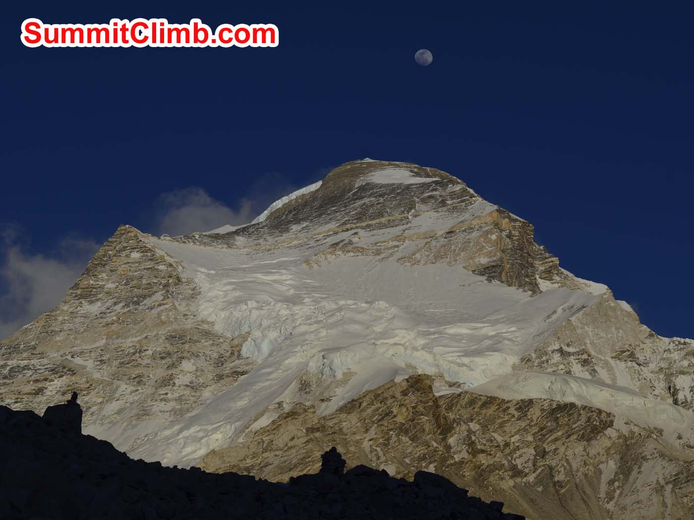 Cho Oyu with full moon. Dmitri Nichiporov photo