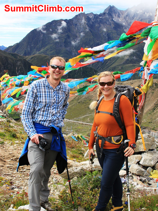 Atli and Villa enjoy a walk above Nyalam. Christoph Forster Photo