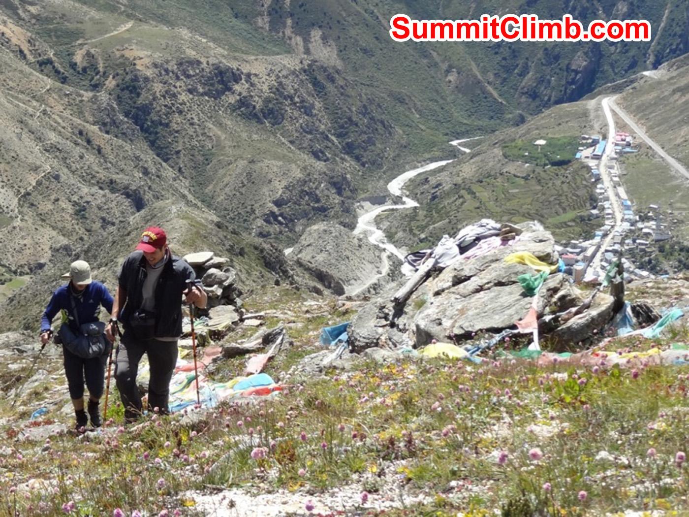 Acclimatization hike above Nyalam. Foto by Uwe Werner