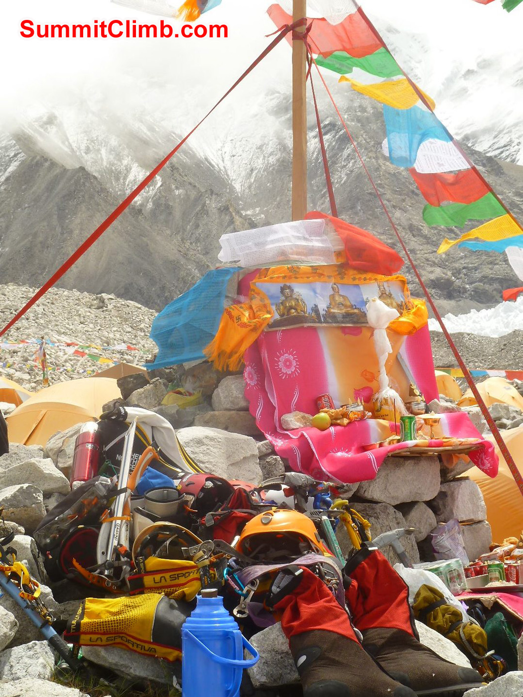Puja Ceremony, blessing of the gear - Photo by Marina Cortes