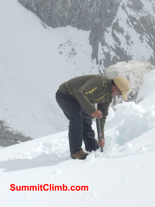 Sherpa didding snow at the camp. Photo Erik