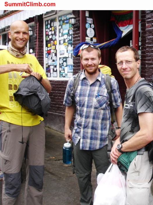 JJ, matt, matti, jurgen,after crossing the nepal tibet border,photo by james grieve