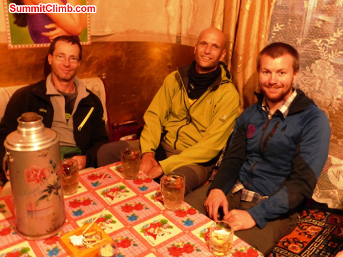 Jurgen, JJ, matt, and matti in the Yangjidroka tea shop,photo by Jurgen Landmann