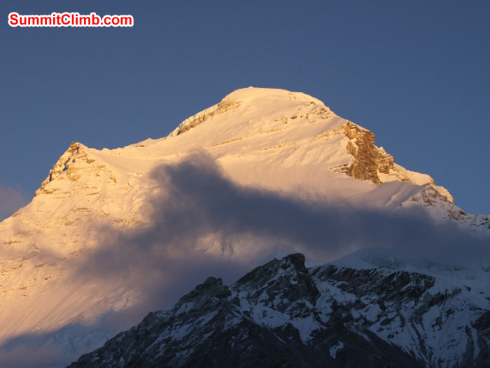 Cho Oyu in evening light with cloud. Matti Sunell Photo