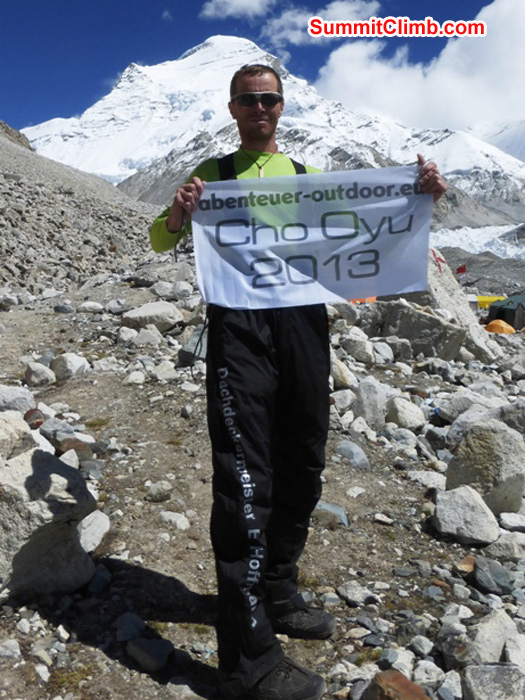 Juergen Landmann shows his flag in ABC,  with Cho Oyu in background. Matti Sunell Photo