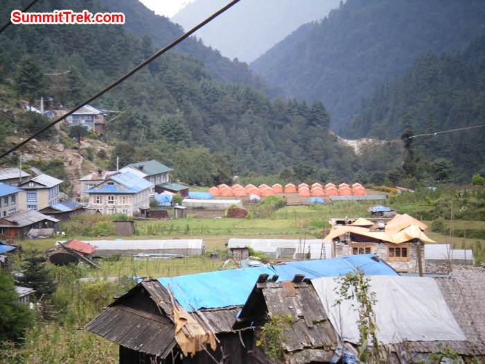 Tea houses at Phakding. Photo by Hyker