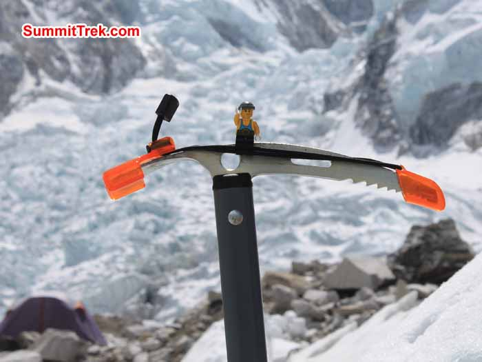 Toy on the Ice Axe. Photo Scot Younghusband.