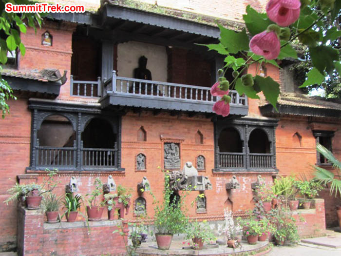 Comfortable hotel courtyard in Kathmandu. Photo Mark van 't Hof