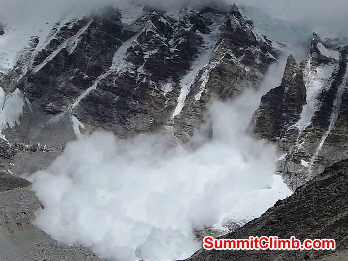 A large avalanche falls from Mount Lingtren. Photo by David Maidment
