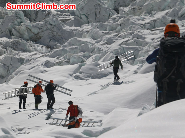 Ice fall doctors removing the final ladders from the icefall. Elmo Francis photo