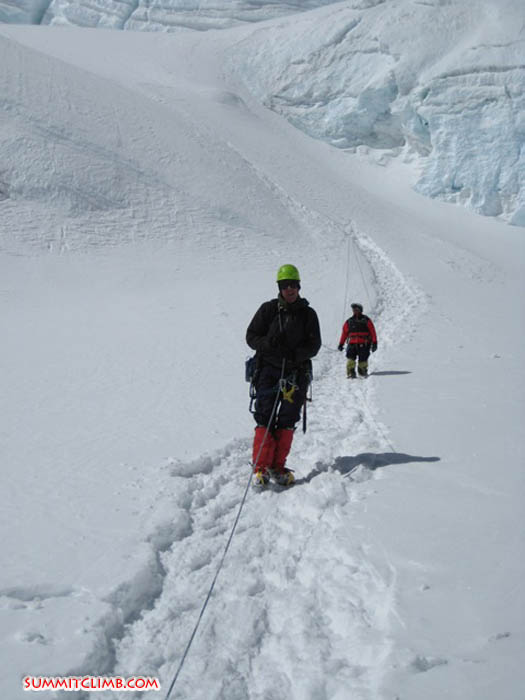 Members coming down onto the flats at 6575 metres (Frank Irnich)