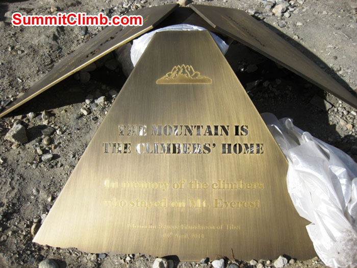 "Plaque placed at Tibet Everest Basecamp in memory of Lives lost on 18 April 2014 and all climbers who have lost their lives on Everest ""The Mountain Is The Climbers Home. In Memory of The Climbers Who Stayed on Mount Everest"" – Photo Mia Graeffe"
