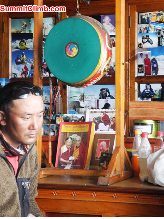 Thile Nuru Sherpa at the prayer ceremony in Pangboche. Violetta Pontinen Photo.