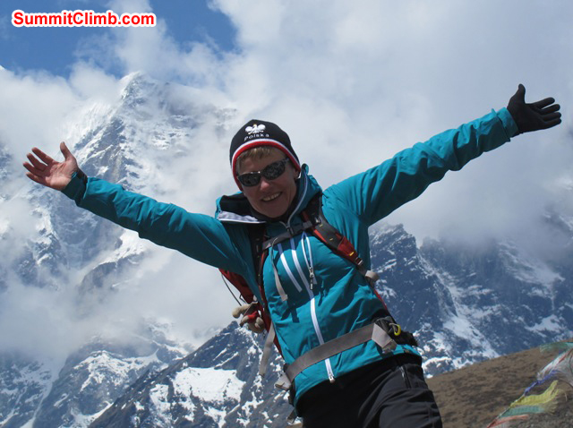 Monika Witkowska exhalts in front of Mount Cholatse. Violetta Pontinen Photo.