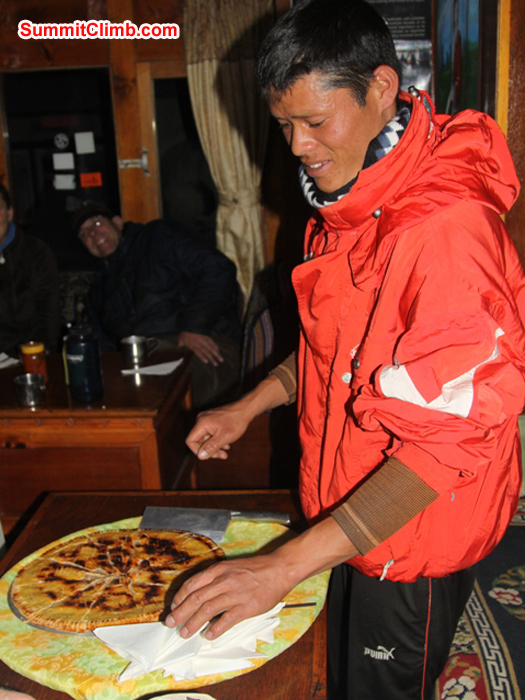 Skillful cook Kamal Bahadur serves a delicious apple pie in Pheriche. Monika Witkowska Photo.