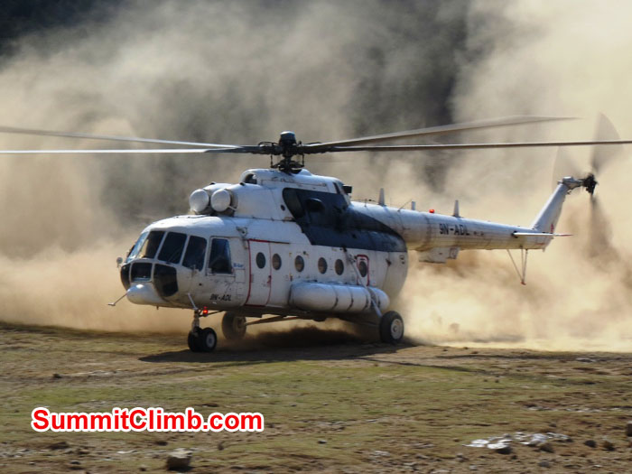 Russian helicopter landing in Shyangboche. Photo by David Maidment