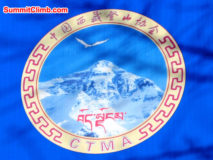 Logo of the China Tibet Mountaineering Association.