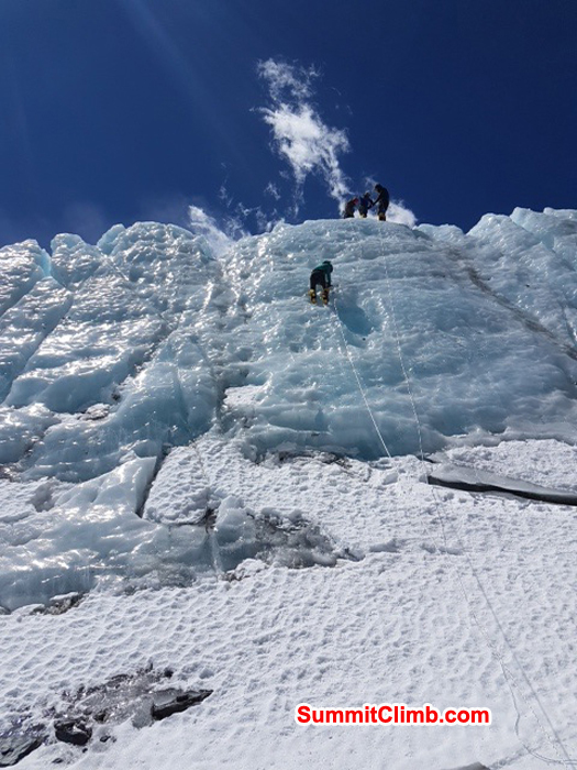 team practicing ice training in everest basecamp north