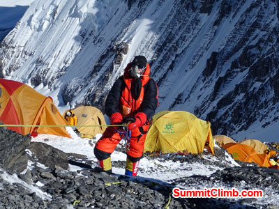 everest climb fixed rope and climbing