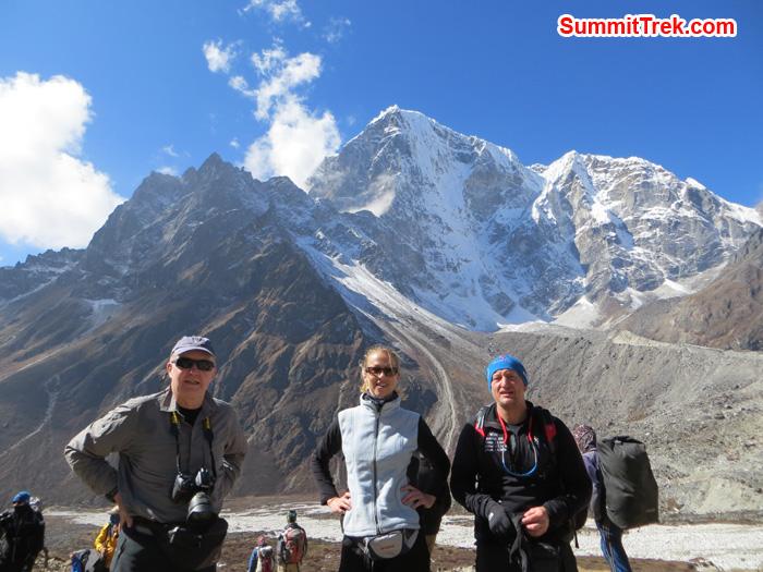 David Owens, Monique De Jong, James Simon near to Thukla behind Cholatse. Photo by Daniel Haraburda Joseph