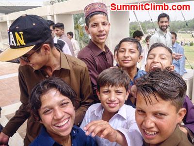 k2 news, Kids on the rooftop. Islamabad. Bond Photo