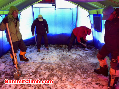 The key to a good mess tent is a solid (and flat) foundation! Levelling the floor in the tents, before putting a liner in it for insulation