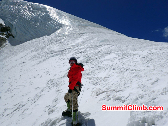 Michiko Eto going for summit of Lobuche