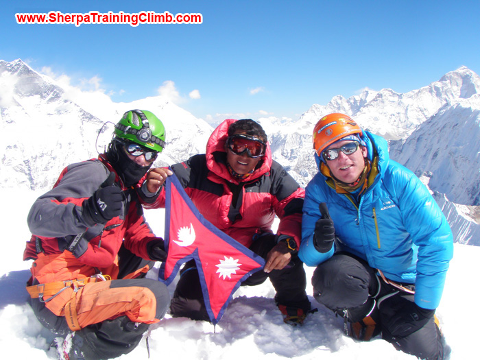 Kunnar Karu, Jangbu Sherpa, and Arnold Coster, on the summit of Ama Dablam. Photo by Kunar Karu