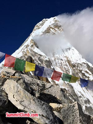 camp 1 of amadablam with player flag