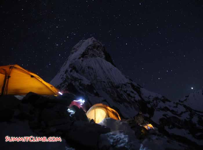 amadablam camp in night