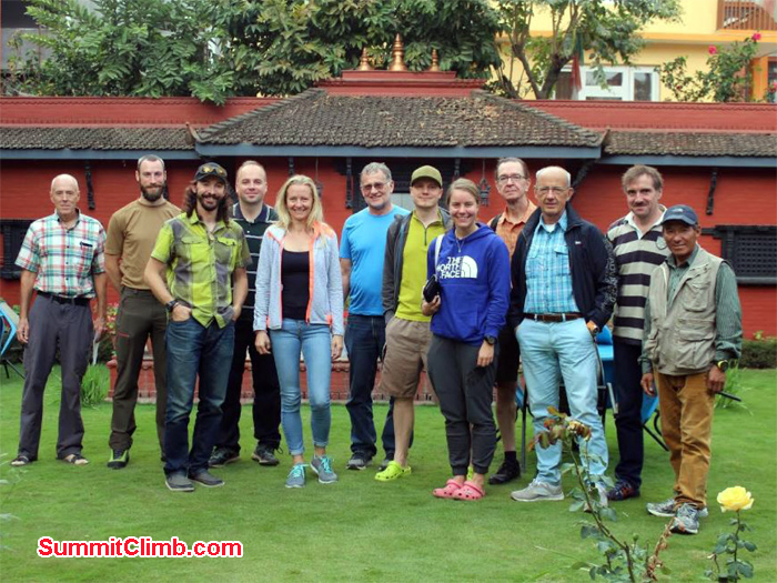 group photo before expedition at hotel shakti
