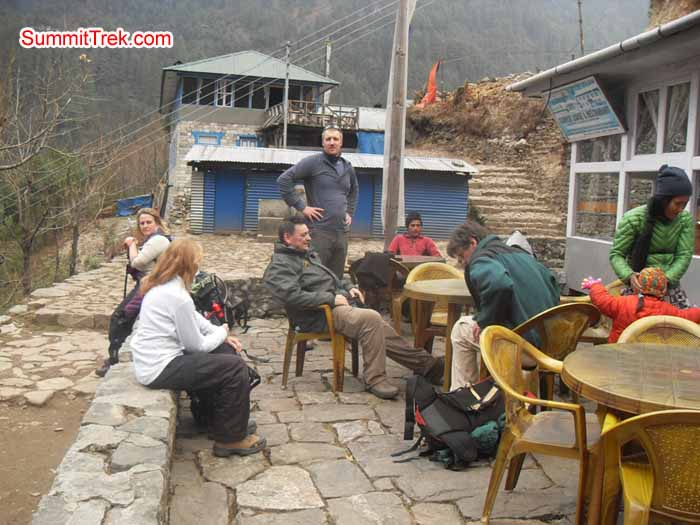 Team members having rest between Lukla and Phakding. Photo Kaji Tamang