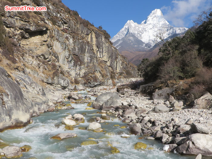 Dhug Koshi river with beautiful view of AmaDablam.  Photho Aless.