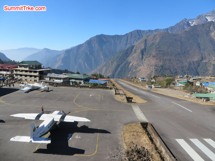 Plan getting ready to take off from Lukla airport. Photo Aless.