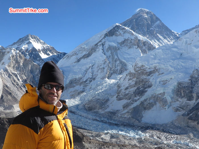 Scott at Kala Patar, backgroud Everest, Nuptse. Photo Aless.