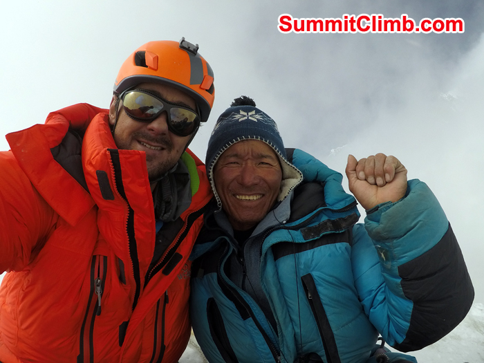 Pedra and Jangbu at the summit of Island Peak. Photo Pedro Llanos