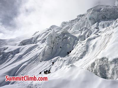 Climbing Manaslu . Photo Puwei L